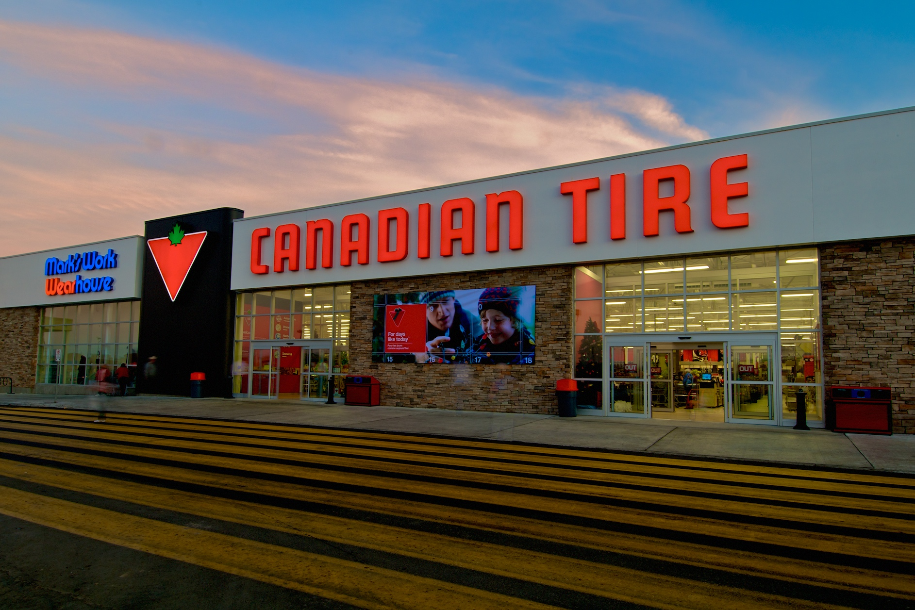 Canadian tire forges into customer centric analytics for Housse auto canadian tire