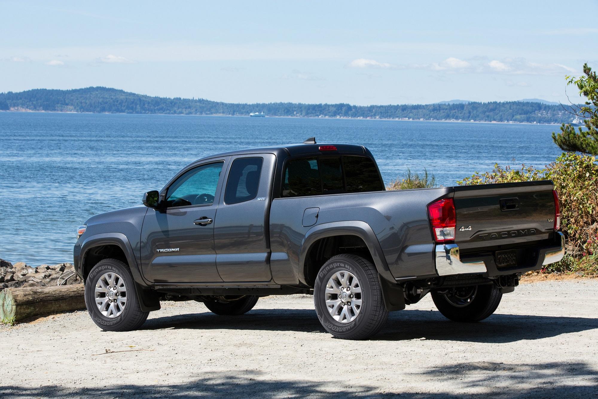 comparison tacoma toyota canyon gmc vs truck mid size