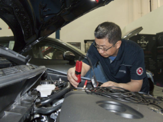 Ricardo Gregorio diagnoses a vehicle at the 2018 Canadian MazTech Service Skills Competition in Toronto.